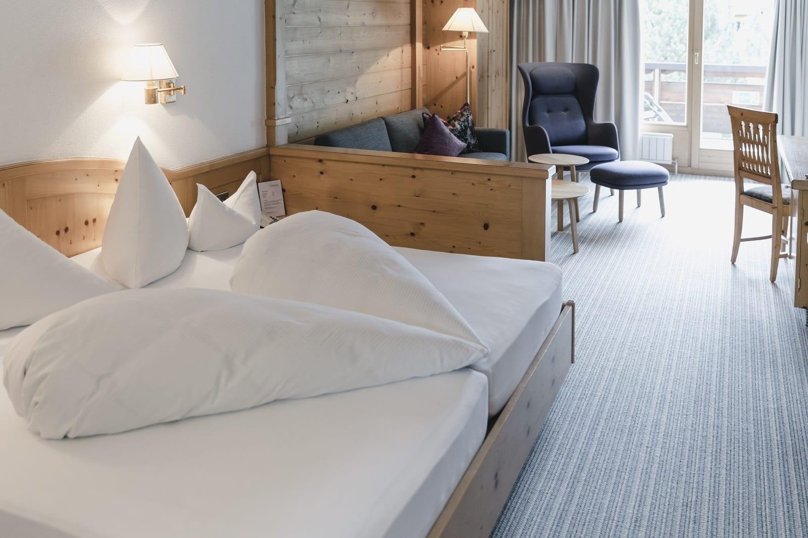 Wohnschlafzimmer Deluxe Balkon Alpenhotel Montafon